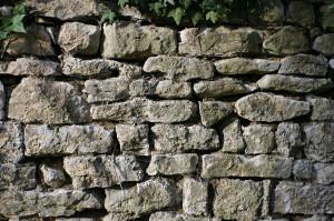 1280px-Moyemont_mur_en_pierres
